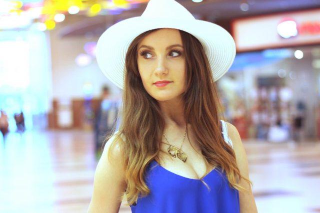 stylizacja z sukienka i kapeluszem (10)