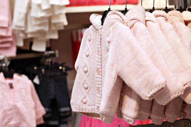 różowy sweterek Kiabi 70 zł