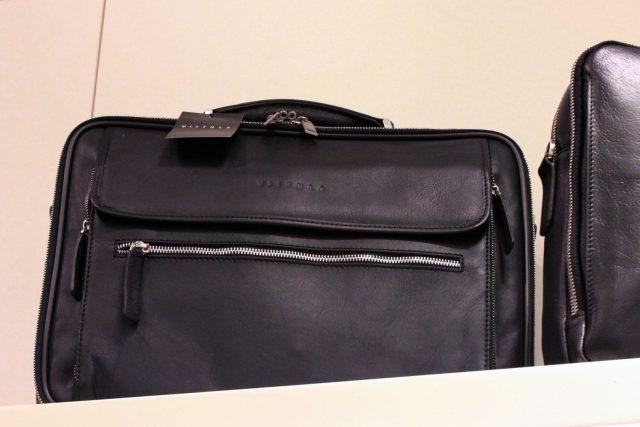 Mała skórzana torba podróżna (Forster, 999 zł)