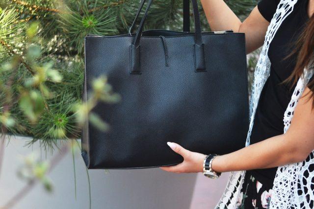 klasyczna czarna torebka idealna na co dzien