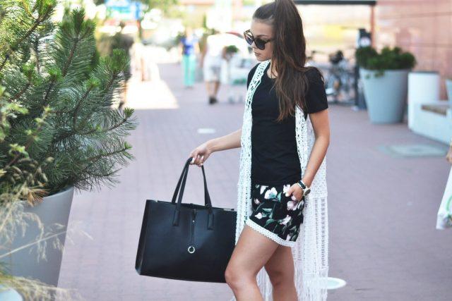 stylizacja czarno-biala blogerka