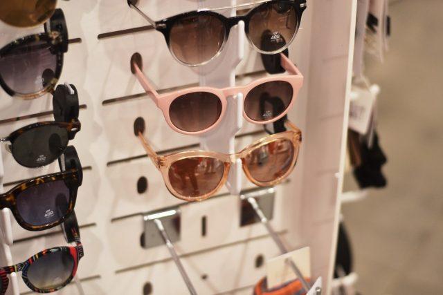 modne okulary dodatek do stylizacji