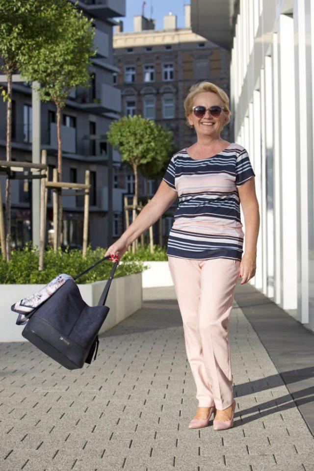 kobieta 50plus stylizacja na podroz
