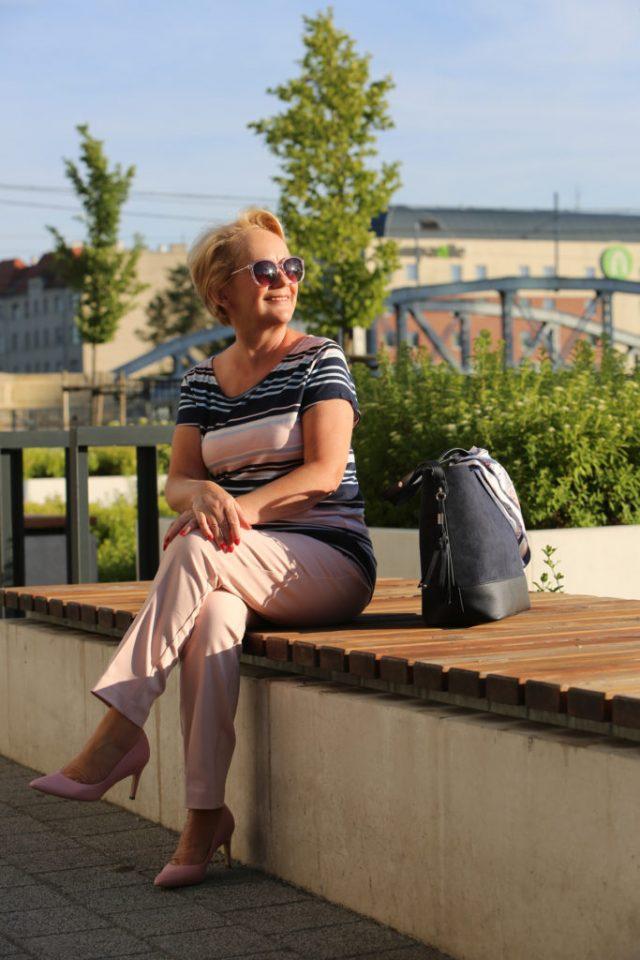 stylizacja na podroz dla kobiety po piecdziesiatce