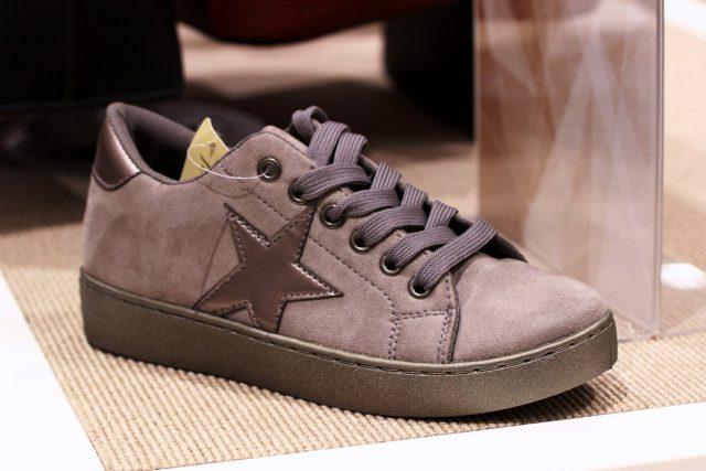 sneakersy z gwiazdką