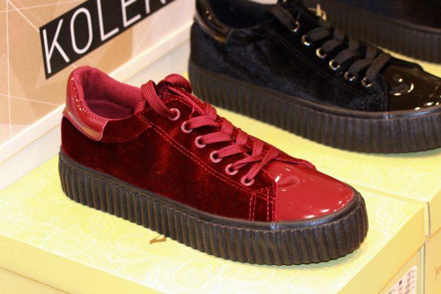 czerwone buty na jesień na grubej podeszwie