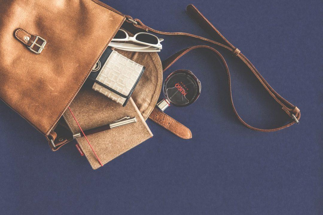 sekret damskiej ttorebki co nosimy w torebce