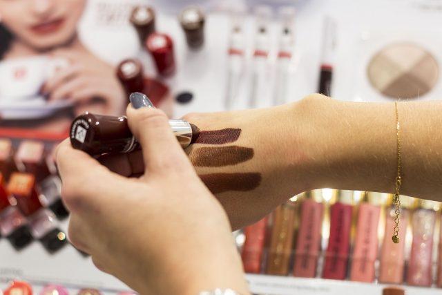 Jesienne trendy w makijażu z marką Douglas