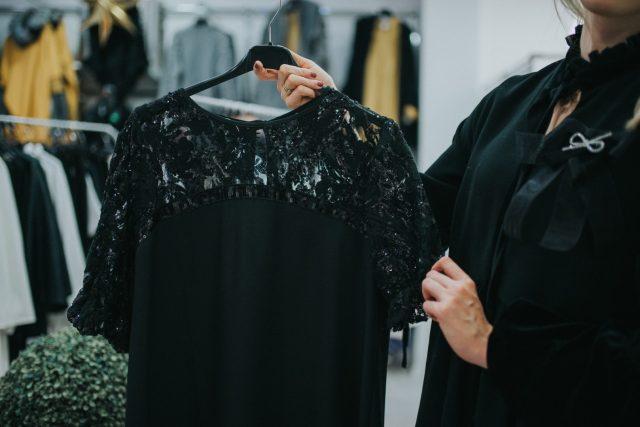 sukienka na krótki rękaw – Le Mania – ok. 200 zł