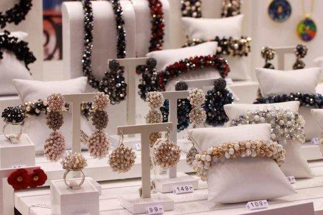 Biżuteria srebrna z koralikami Apart