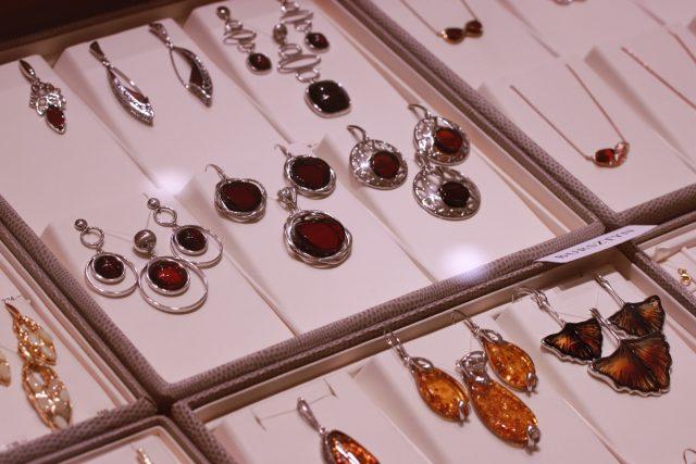 Biżuteria srebrna z bursztynami Apart