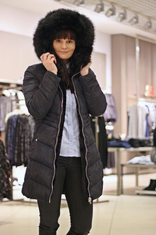 czarny płaszcz damski puchowy