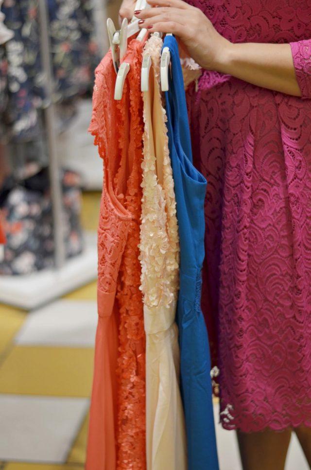eleganckie rozkloszowane sukienki na wesele