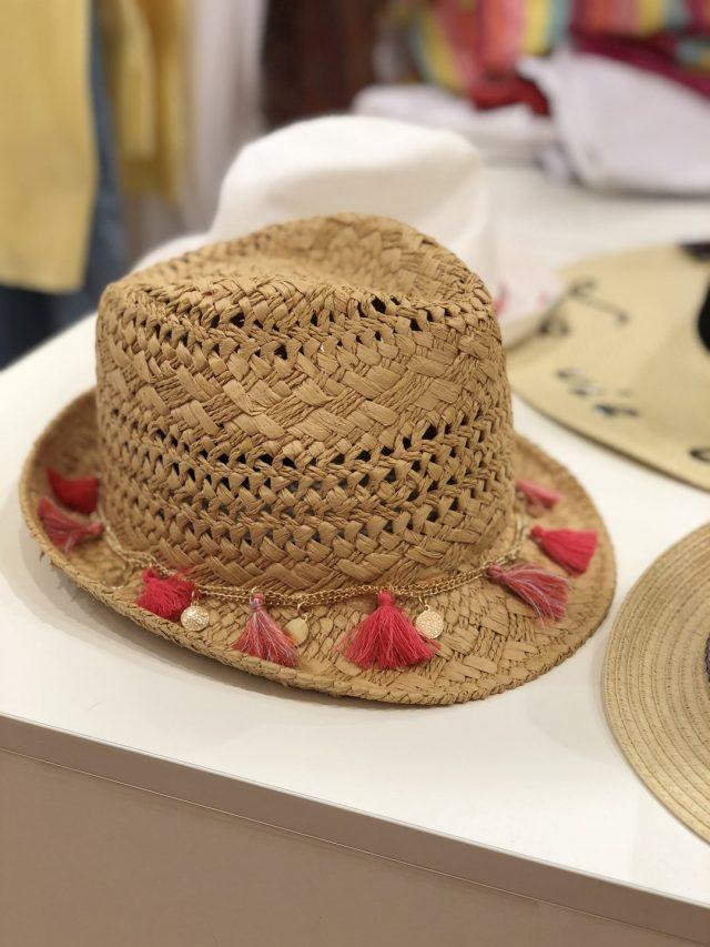 kapelusz damski na plażę