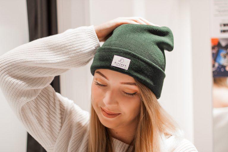5 fenomenalnych kolorów czapek na jesień