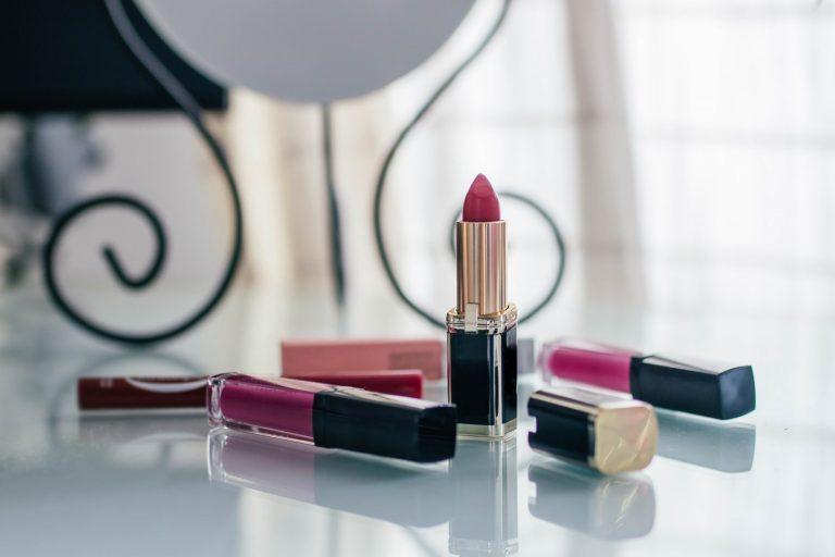 Najmodniejsze matowe szminki i pomadki tego sezonu