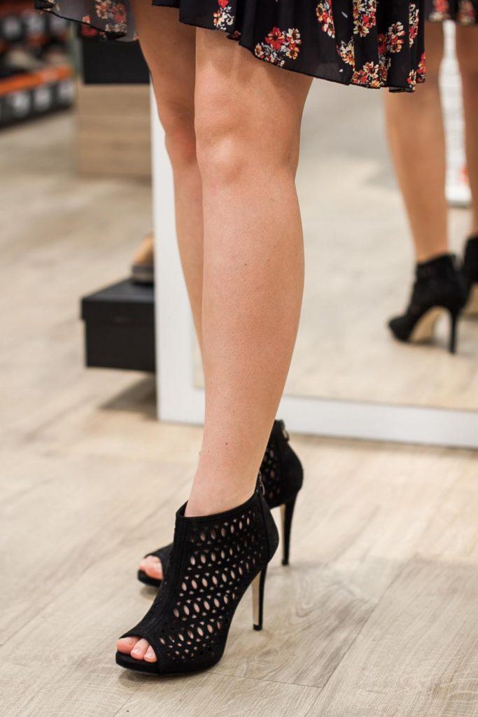 sylwestrowe buty ażurowe na szpilce