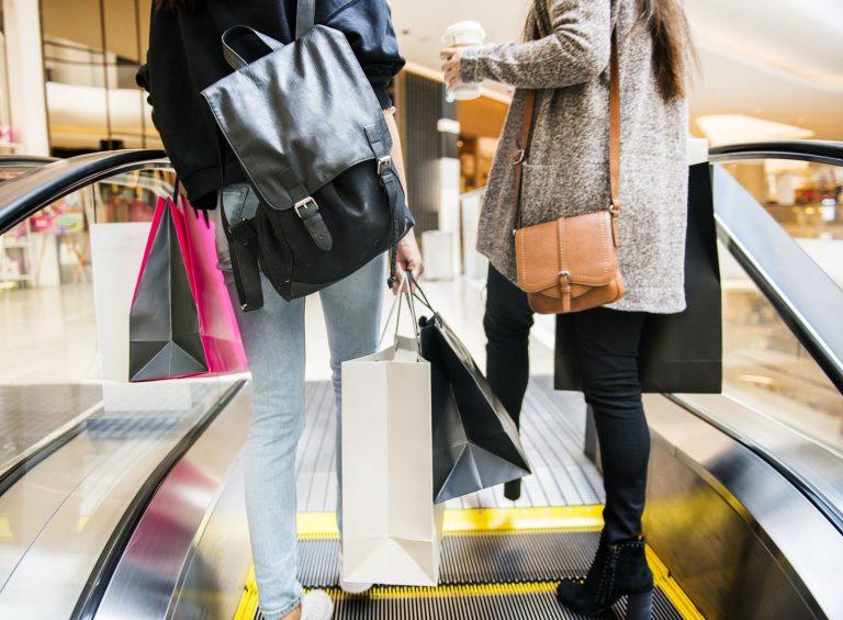 Zimowe wyprzedaże – jak kupować na wyprzedażach?
