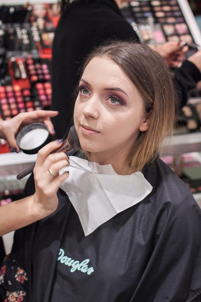 makijaż wieczorowy w odcieniach fioletu