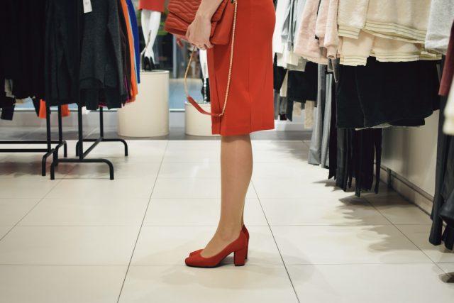 czerwona sukienka na wigilie