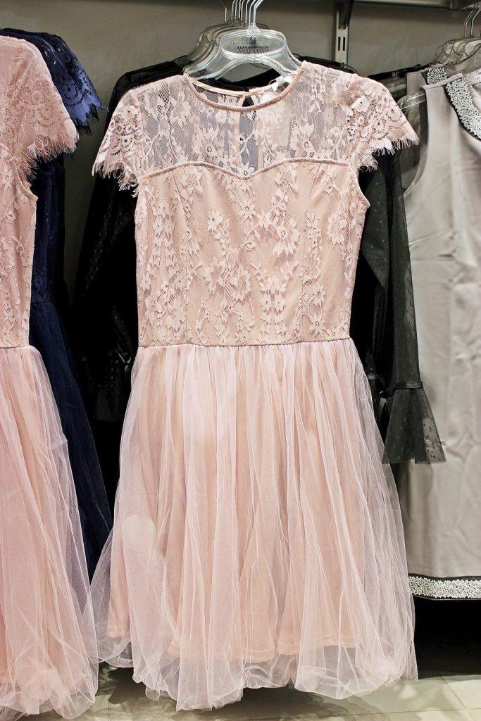 różowa sukienka na sylwestra