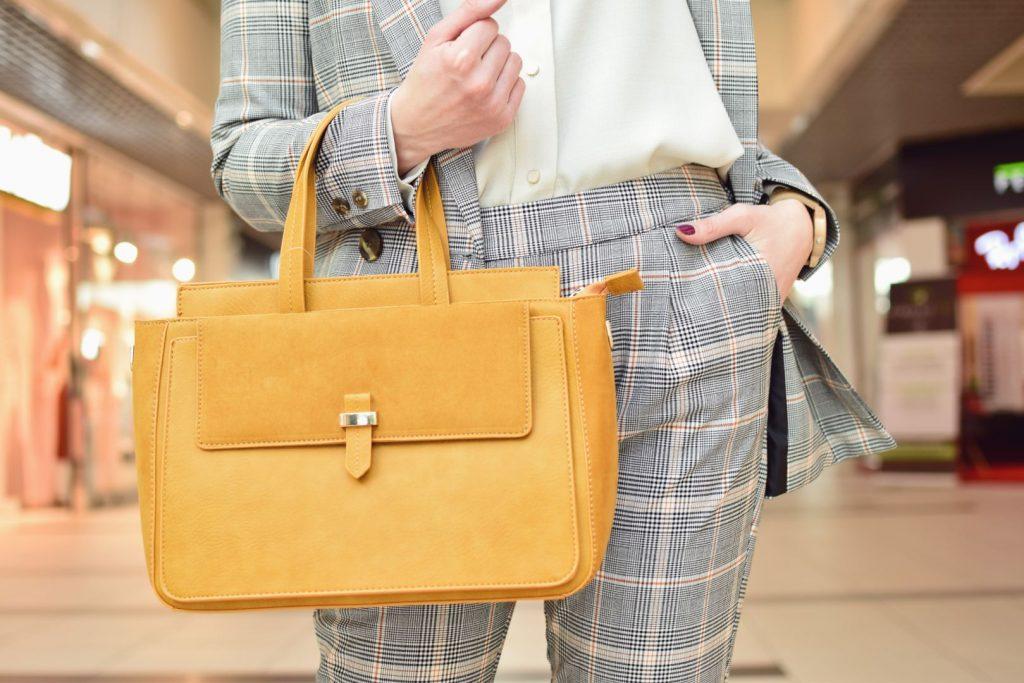 żółta torebka do biura