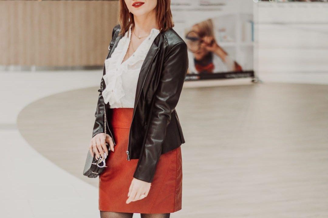 stylizacja na randke z czerwona spodnica