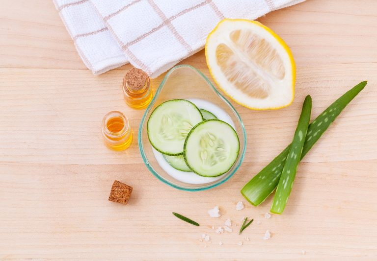 Jak zadbać o cerę twarzy po zimie? Peeling i maseczka na twarz