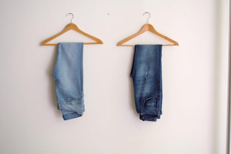 Jeansy – Ponadczasowa moda spodni jeansowych