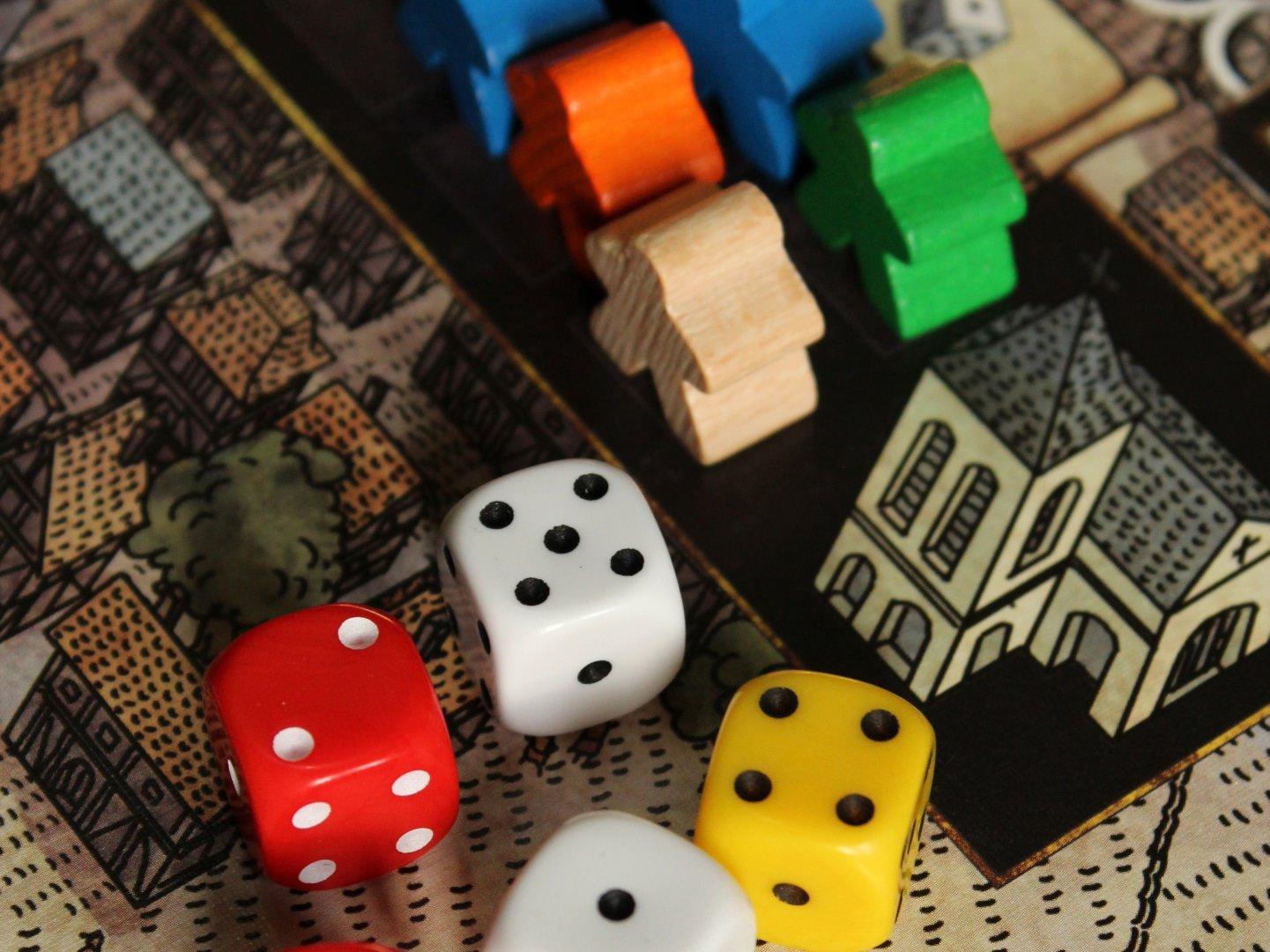 Gry rodzinne – w jaką grę planszową zagrać z rodziną?