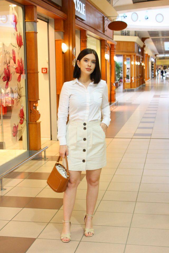 biała jeansowa spódnica na lato