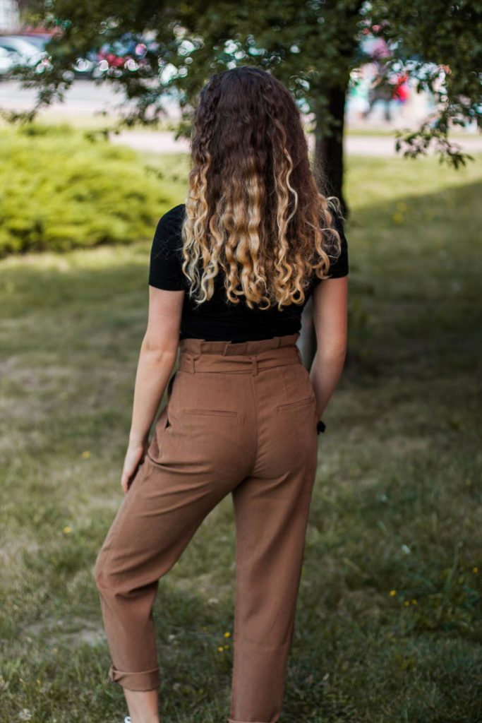 brązowe spodnie na jesień