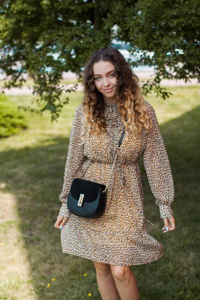 sukienka w panterkę na jesień