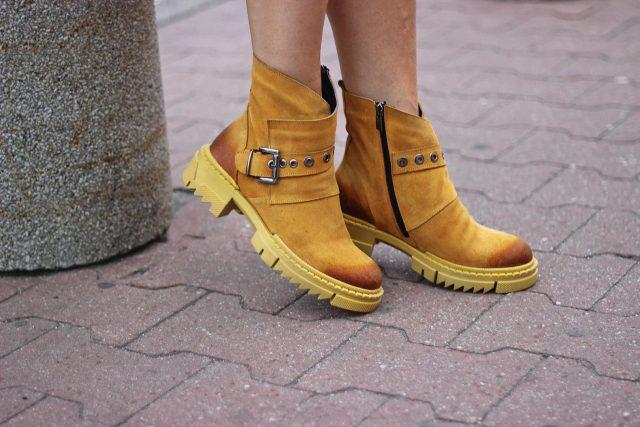 musztardowe buty na jesień