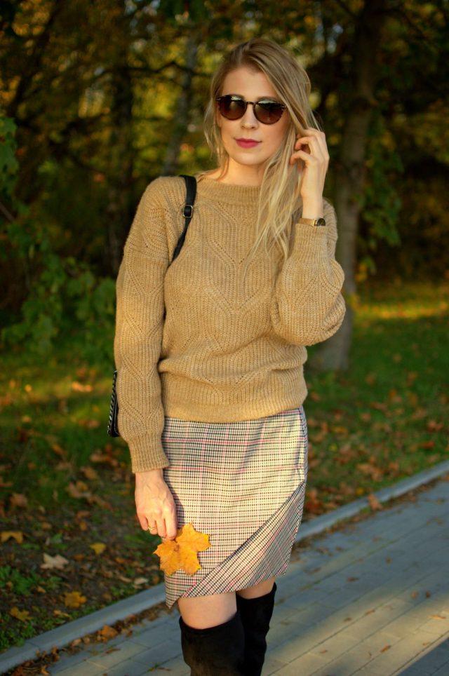 spódniczka w kratę na jesień
