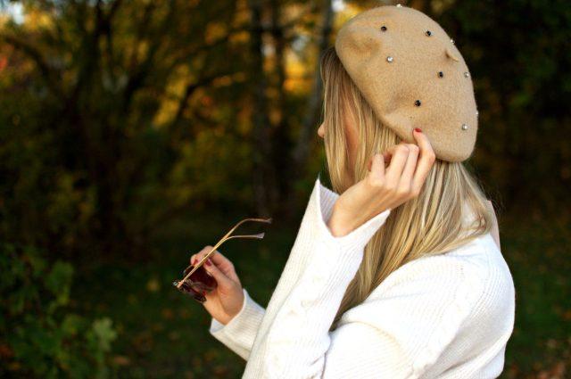 modny beret na jesień