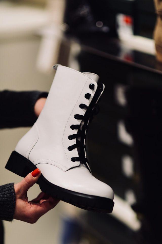 Białe buty – CCC cena 379,99 zł
