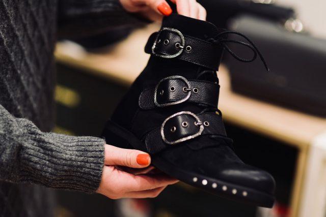 Buty ze sprzączkami – CCC cena standardowa 399,99 zł, cena obniżona 349,99 zł