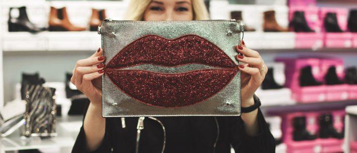 torebka kopertówka w kształcie ust