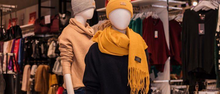 zimowe akcesoria czapki szaliki