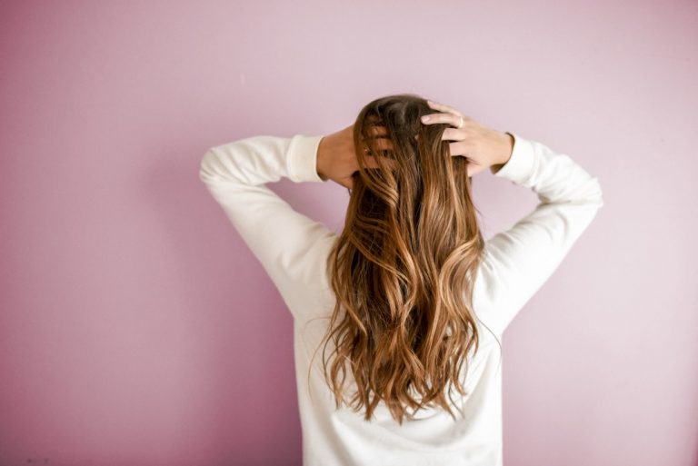 Jak dbać o włosy? Domowa pielęgnacja włosów