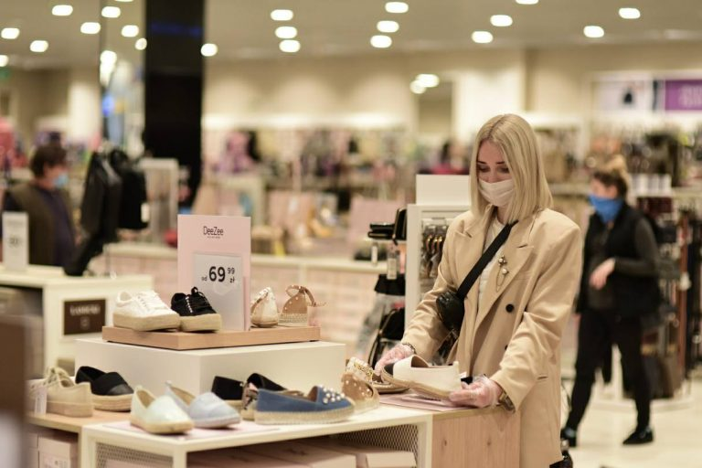Bezpieczne zakupy a koronawirus – jak je zrobić?