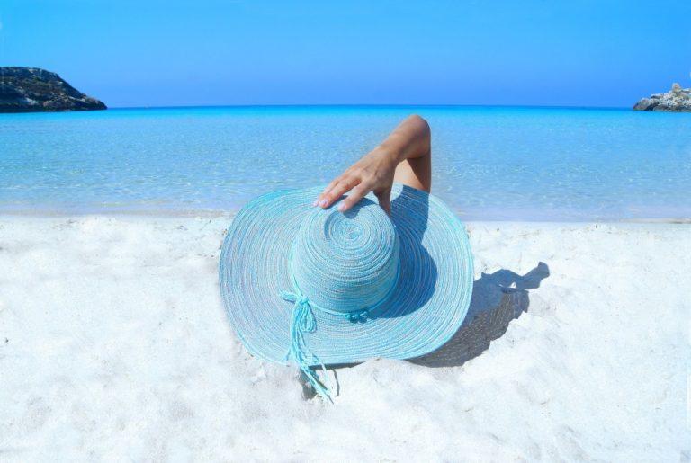 Ochrona głowy i skóry przed słońcem. Sprawdź co nas ochroni!