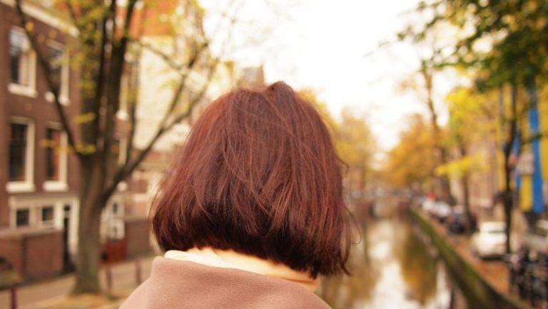 Odmładzające fryzury dla 50 i 60 latek – zainspiruj się