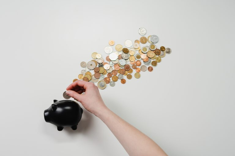 Jak oszczędzać pieniądze i zadbać o budżet domowy?