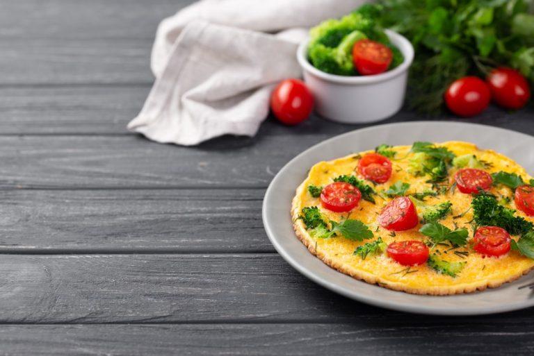 Jak zrobić dobry omlet – prosty przepis na słodko i na słono