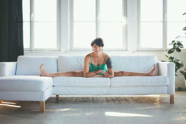 Co daje joga relaksacyjna? – Ćwiczenia na stres i dobry sen