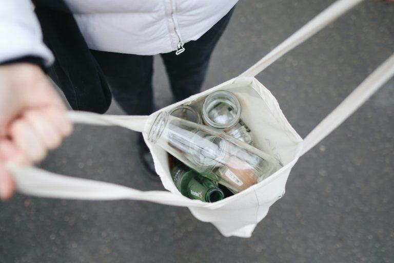 Jak prawidłowo segregować śmieci w domu?