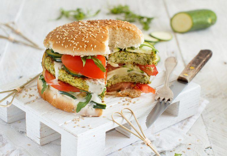 Domowy fast food – przepisy na fit burgery i nuggetsy