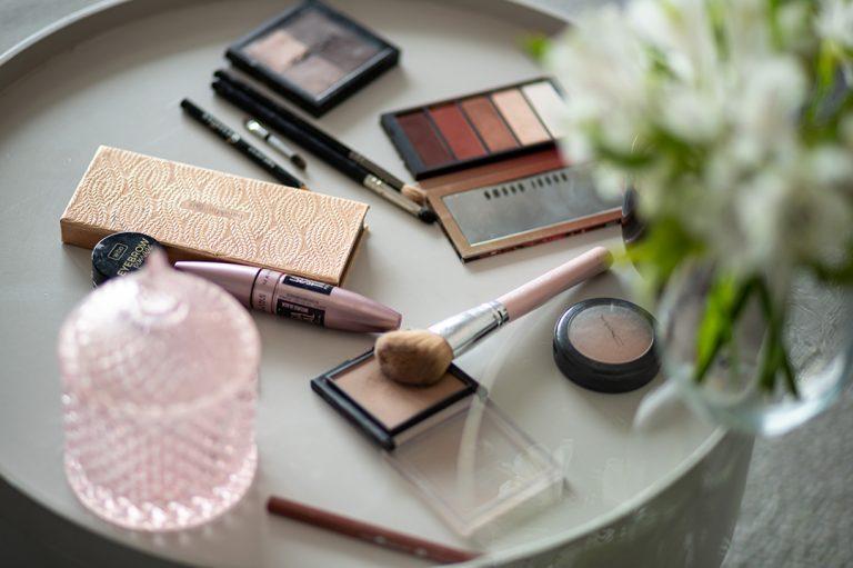 Jak zrobić delikatny, lekki makijaż na wiosnę i lato?